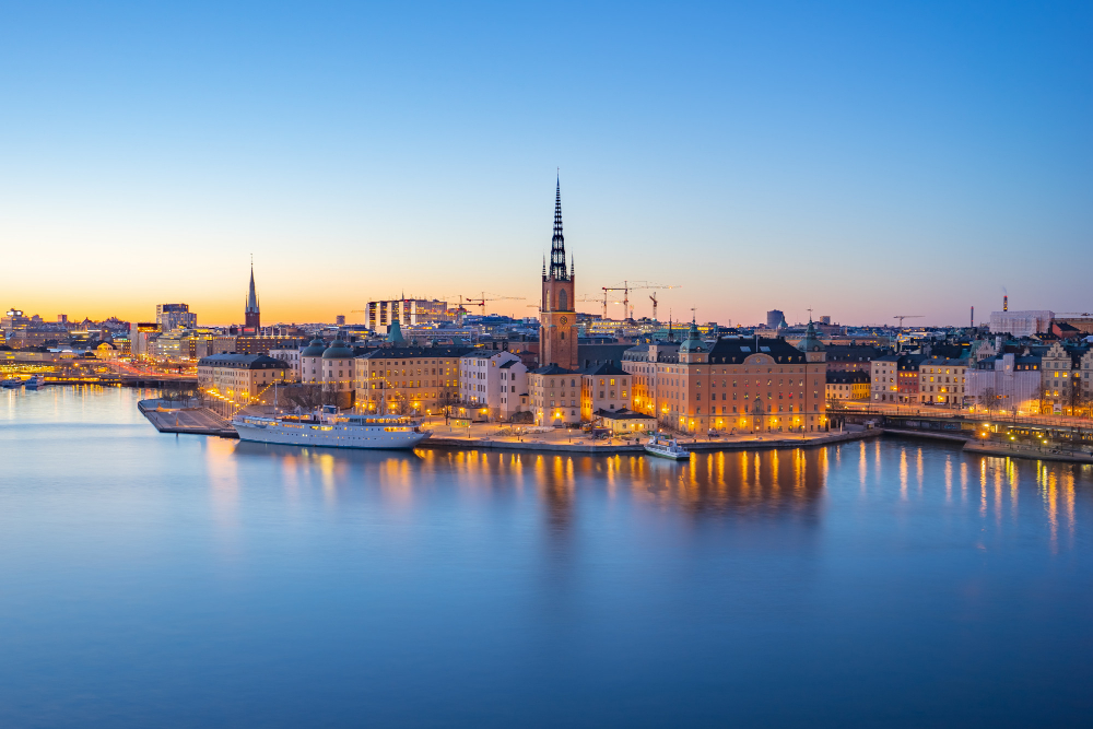 night-view-stockholm-city-skyline-old-town-sweden